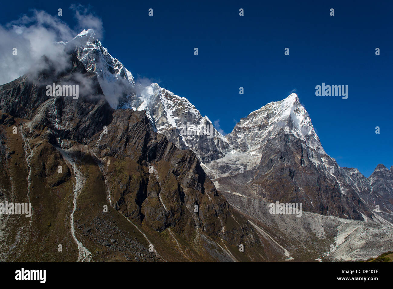 Snow covered mountains in Himalayas - Stock Image