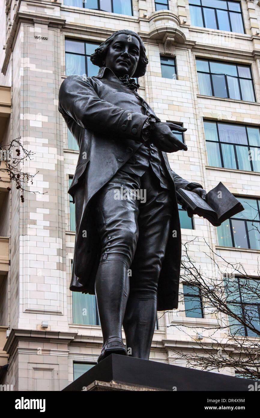 Statue of Robert Raikes, founder of Sunday Schools - Stock Image