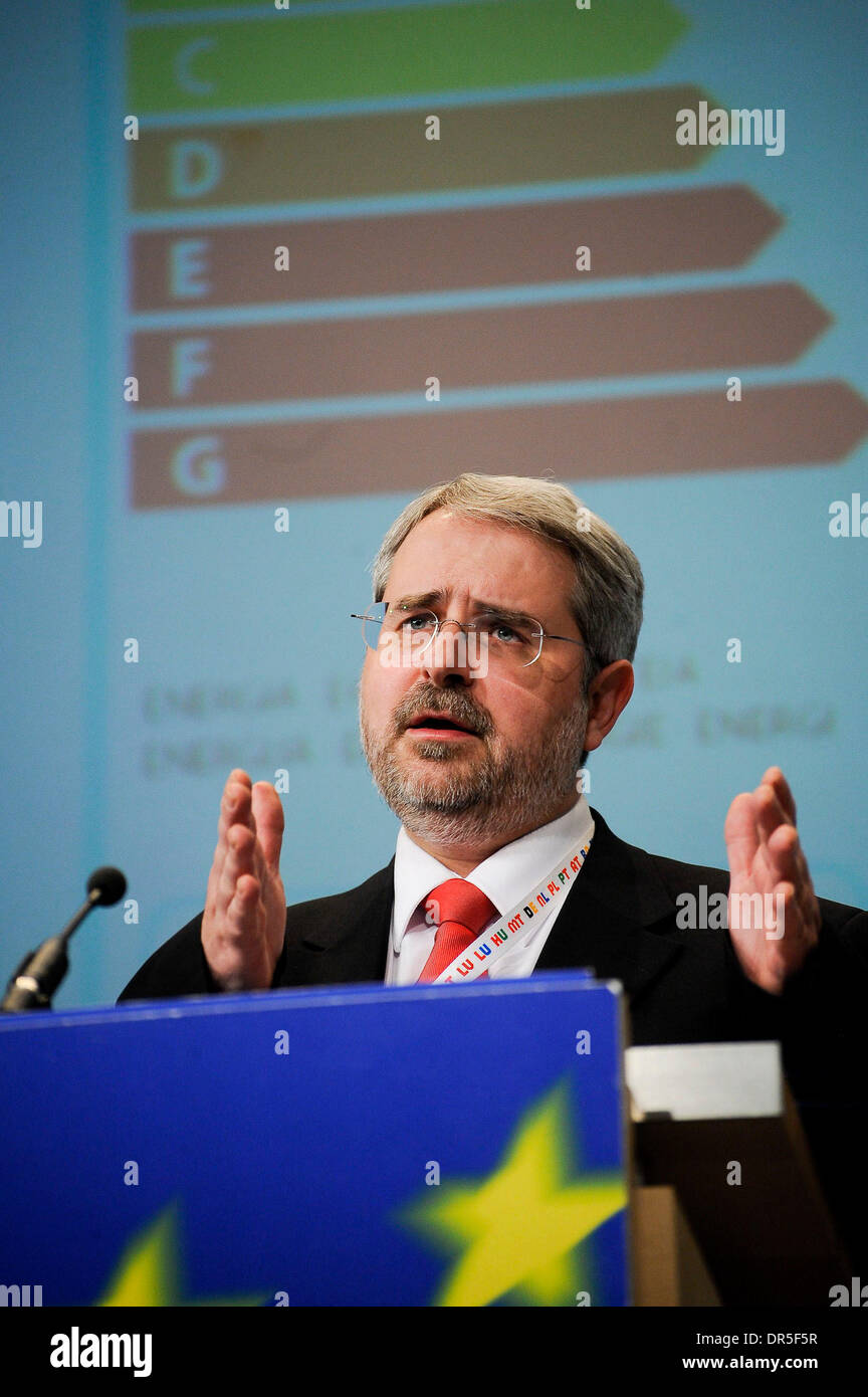 EC Spokeperson for Energy market Ferran TARRADELLAS ESPUNY talks to the media during  press conference on labeling electric products at European Commission headquarters  in  Brussels, Belgium on 2009-03-31   by Wiktor Dabkowski ..POLAND OUT  (Credit Image: © Wiktor Dabkowski/ZUMA Press) - Stock Image