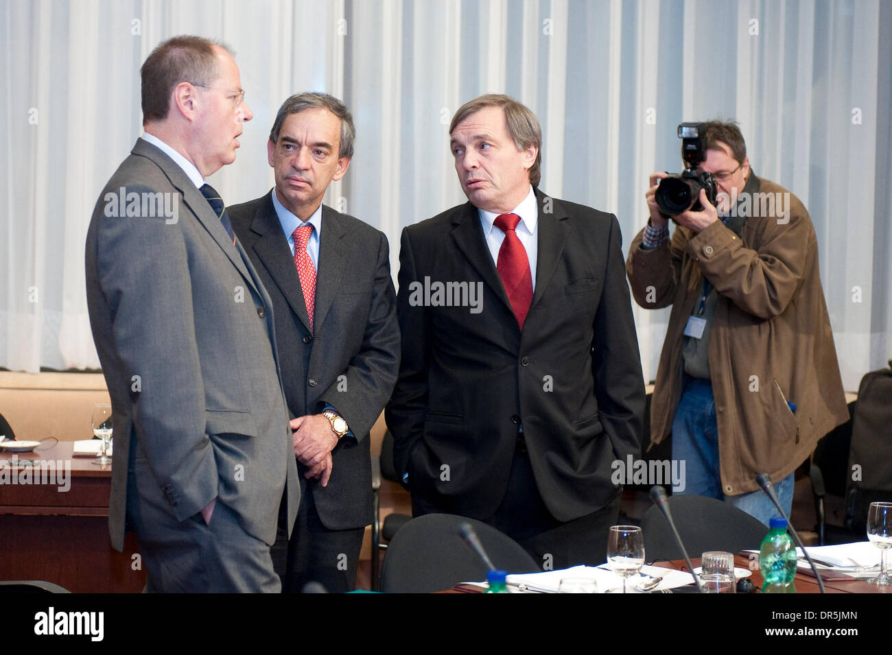 Jan 19, 2009 - Brussels, Belgium - Germany's Finance Minister PEER STEINBRUECK (L) chats with his Cyprus counterpart CHARILAOS STAVRAKIS and Luxembourg counterpart JEANNOT KRECKE (R) at the start of a Eurozone Finance ministers meeting in Brussels (Credit Image: © Wiktor Dabkowski/ZUMA Press) - Stock Image