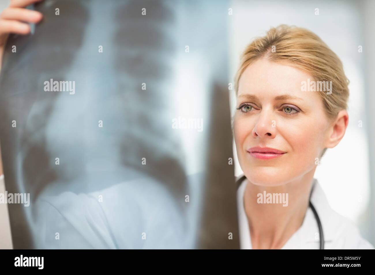 Doctor examining an xray - Stock Image
