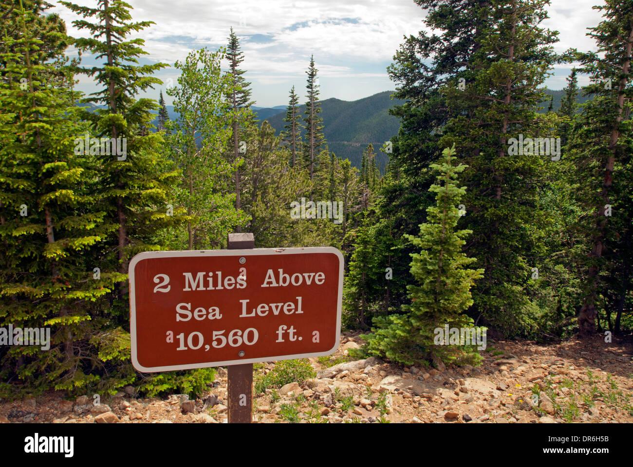 Rocky Mt National Park,  Elevation sign, Colorado, USA - Stock Image