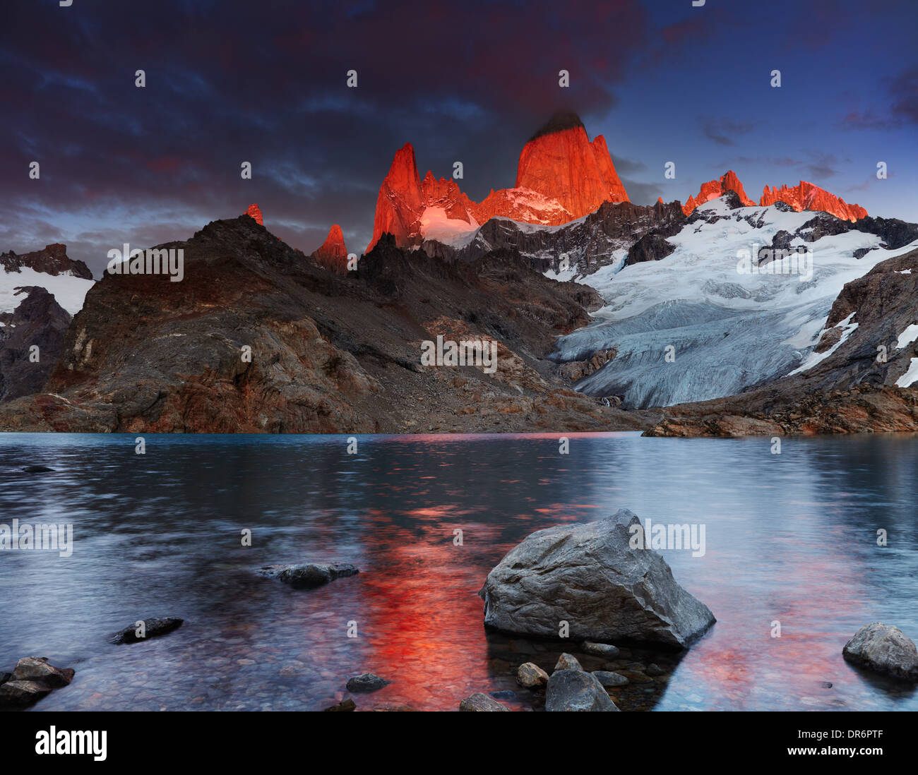 Laguna de Los Tres and mount Fitz Roy, Dramatical sunrise, Patagonia, Argentina - Stock Image