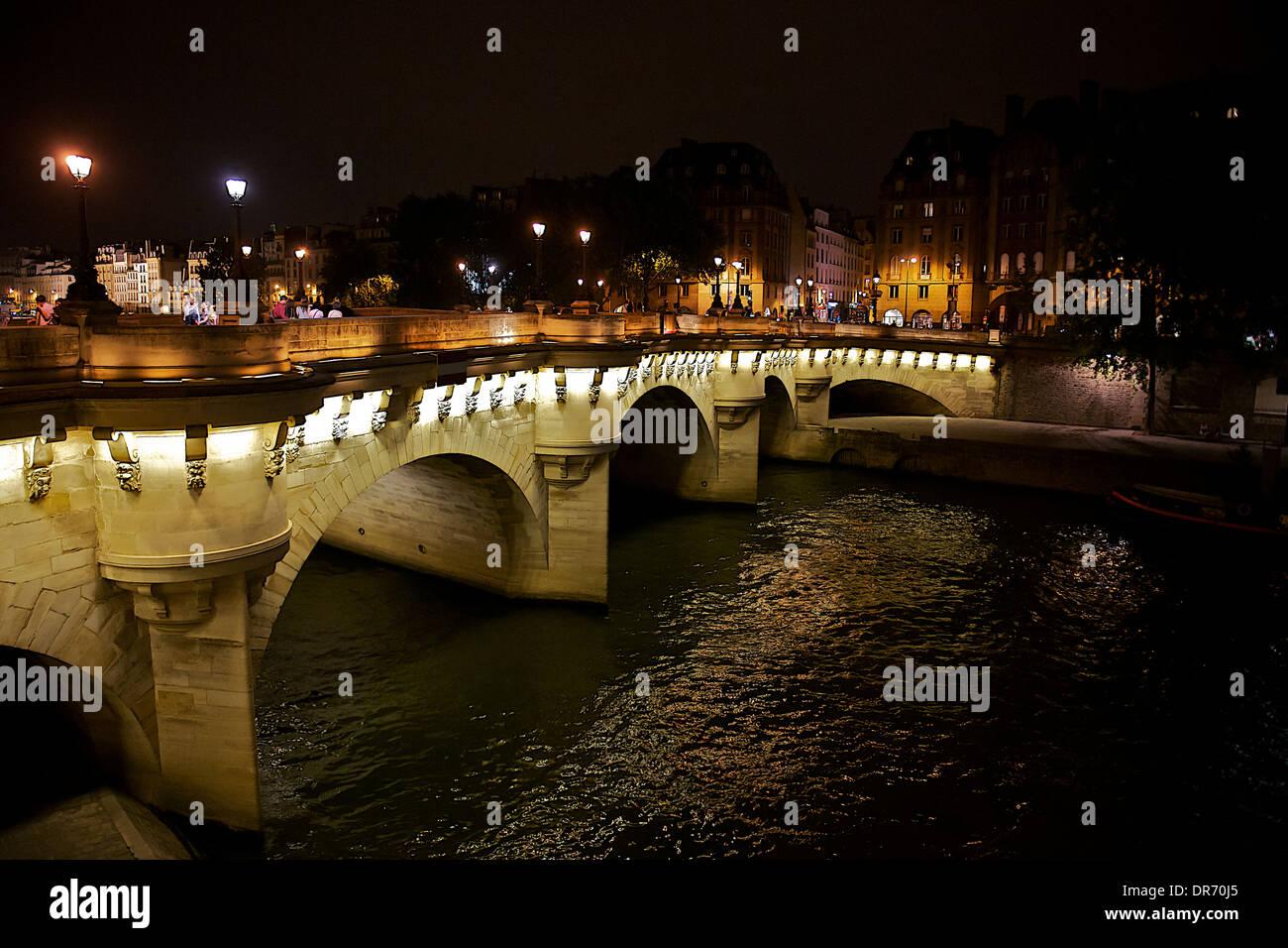 Le pont neuf at night - Stock Image