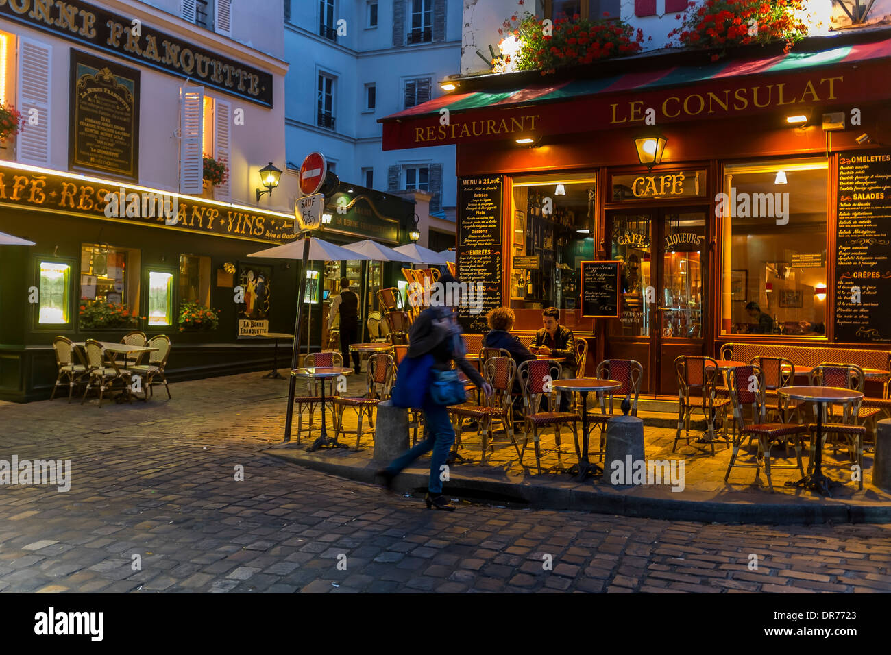 Dusk In Montmartre Paris Francerestaurants Cafes Montmartre Stock