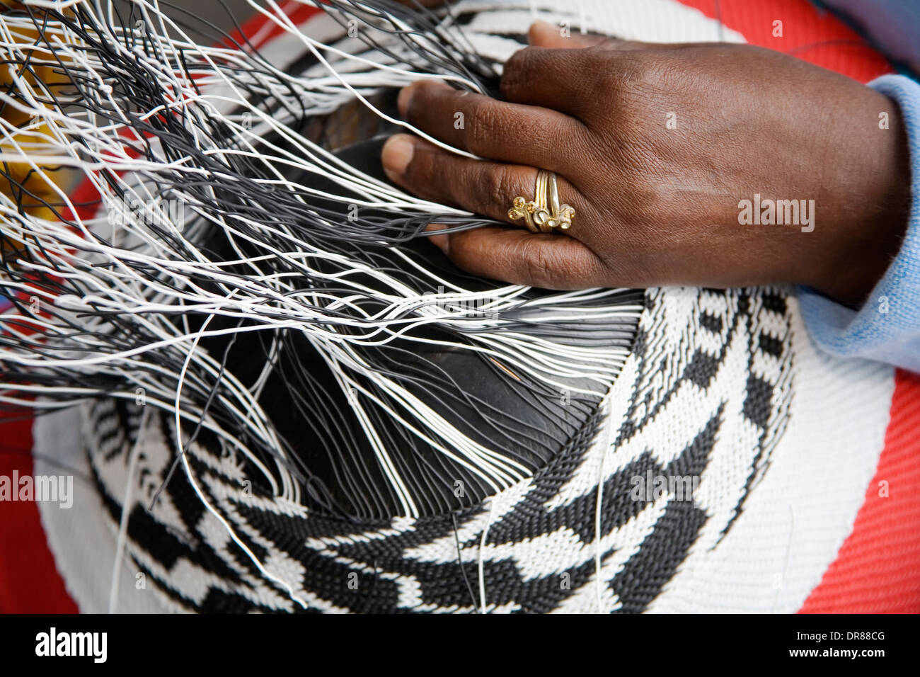 South Africa Telephone Wire Baskets Wiring Diagrams House Color Code Http Wwwuneeksupplycom Pioneerwire Basket Making Jaheni Mkhize Stock Rh Alamy Com Home