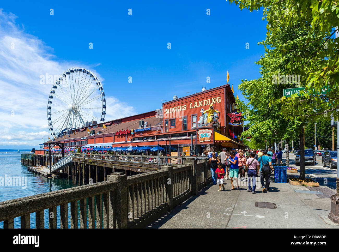 The Seattle waterfront looking towards Miners Landing on Pier 57, Alaskan Way, Seattle, Washington, USA - Stock Image