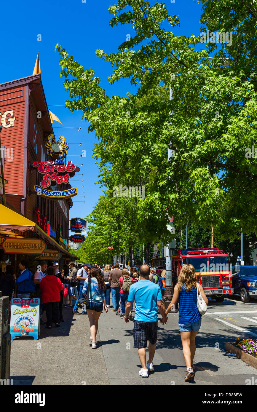 Shops and restaurants on Alaskan Way at Pier 57, downtown Seattle, Washington, USA - Stock Image