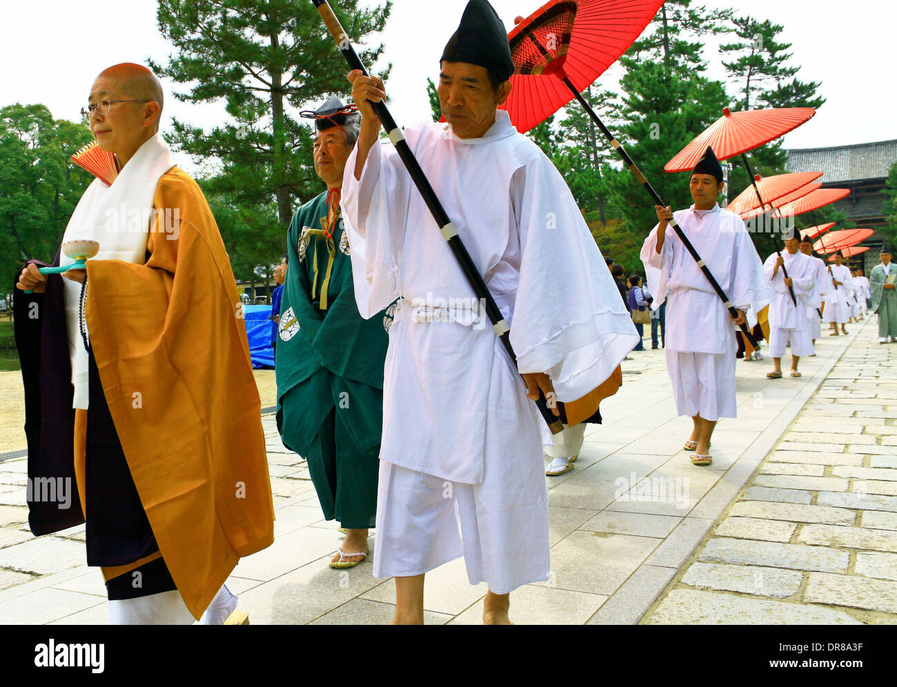 Shinto monks in Buddhist procession at Todaiji temple, Nara, Japan. - Stock Image