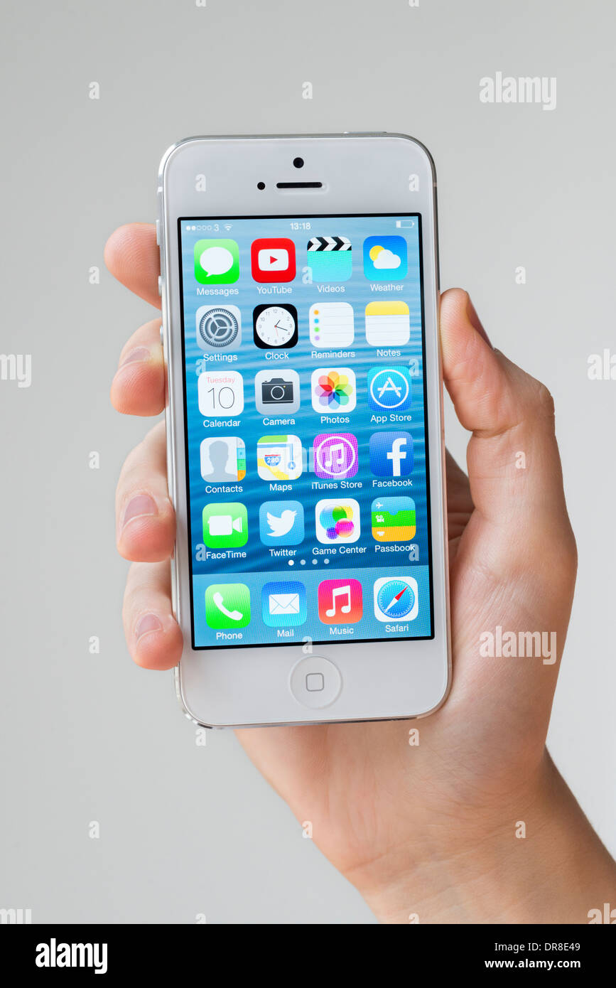 iOS 7 home screen of white Apple iPhone 5 - Stock Image
