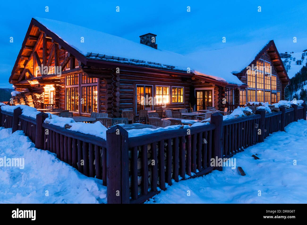 Outside beano 39 s cabin at dusk beaver creek ski resort for Beano s cabin beaver creek
