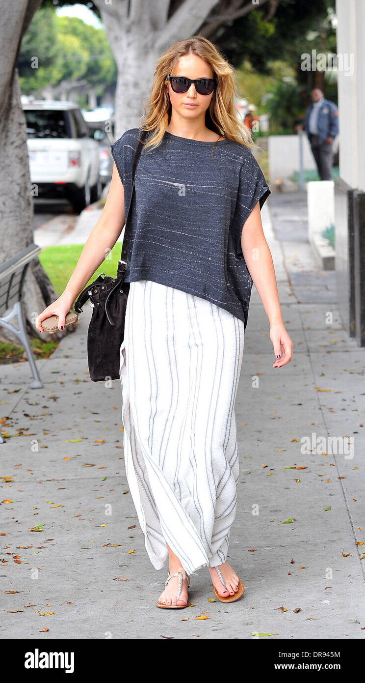 Jennifer Lawrence goes to an ATM in Santa Monica Los Angeles, California - 14.06.12 - Stock Image