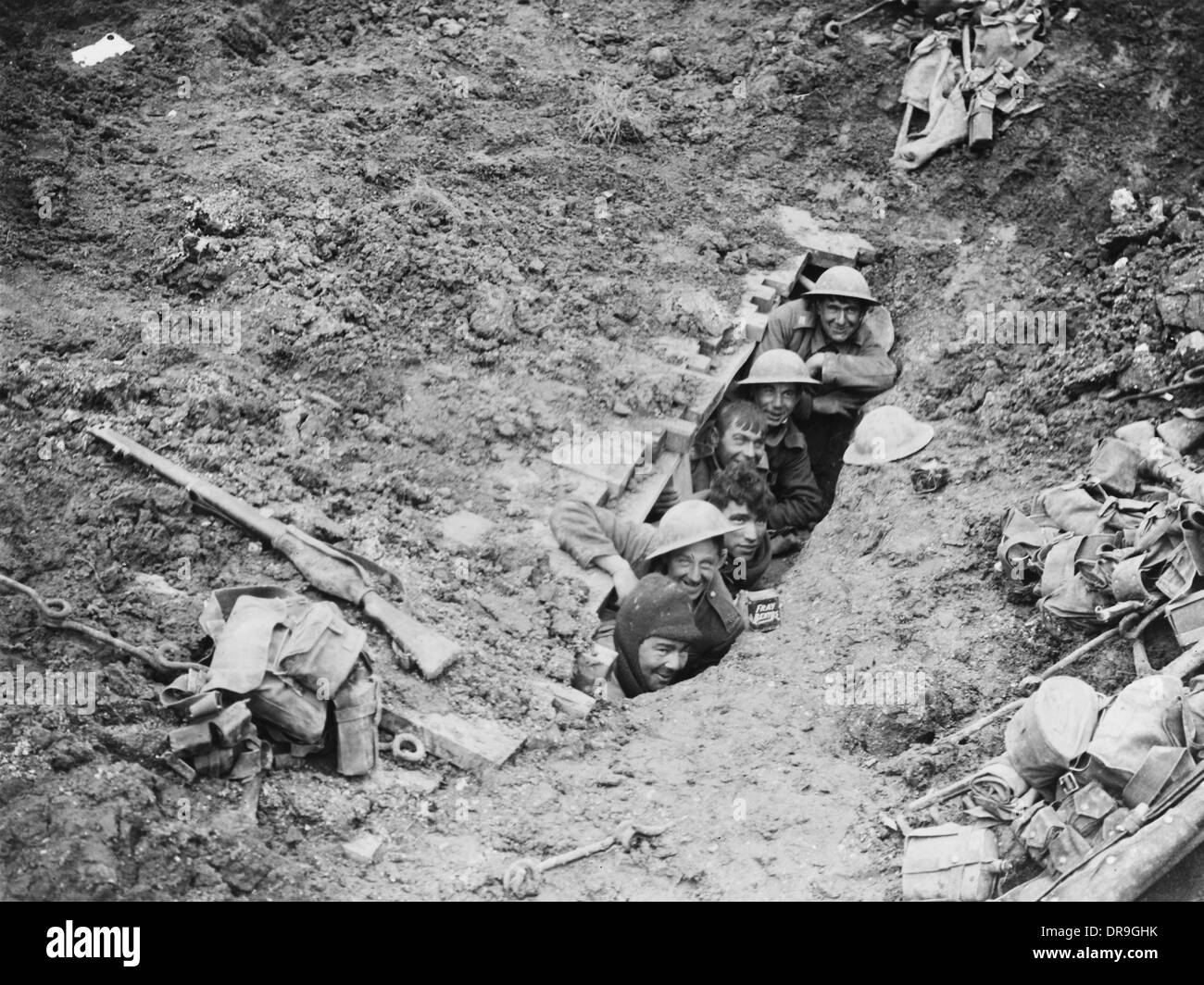 British soldiers in captured dugout, France, WW1 - Stock Image