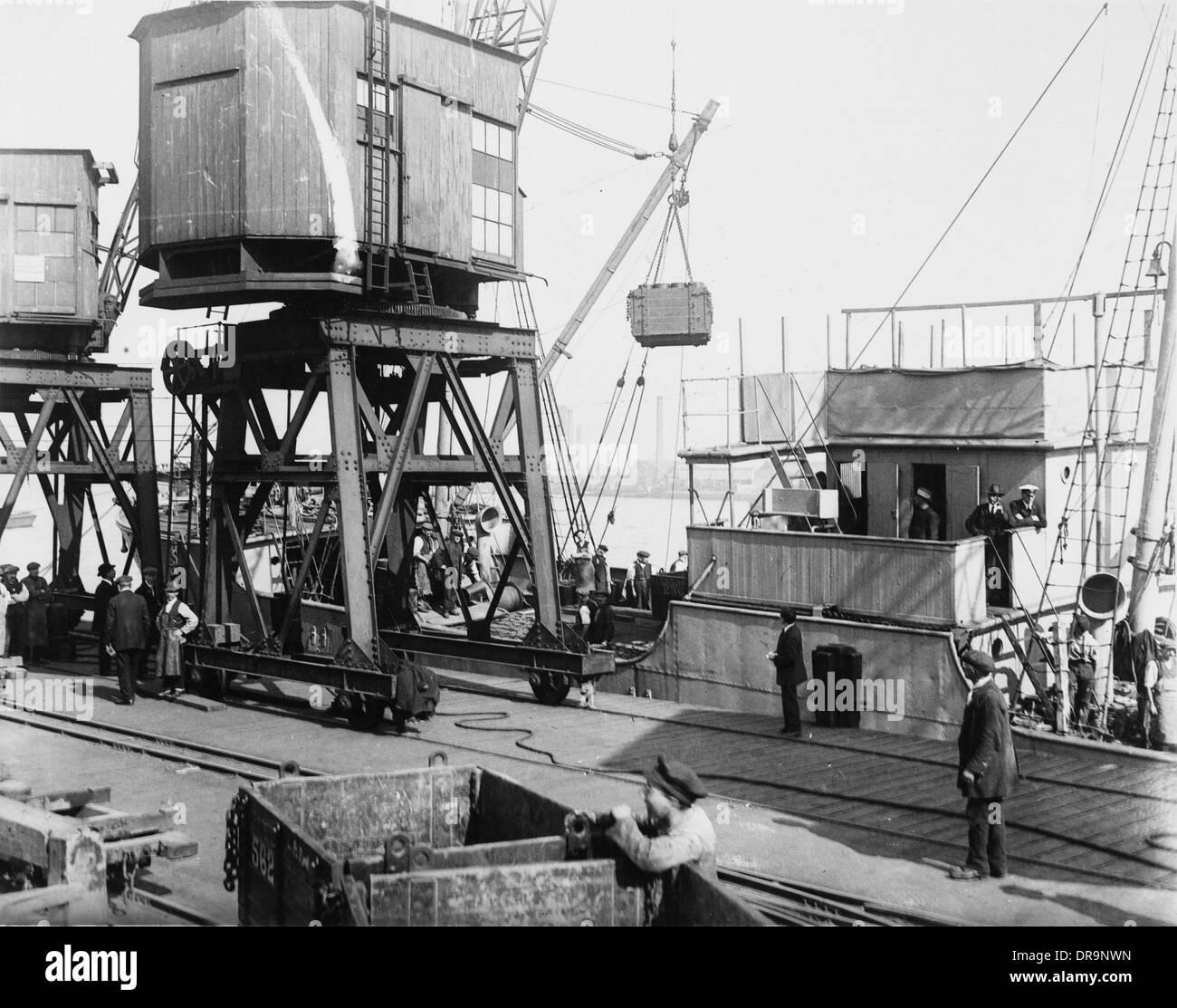 Loading supply ship, World War I - Stock Image