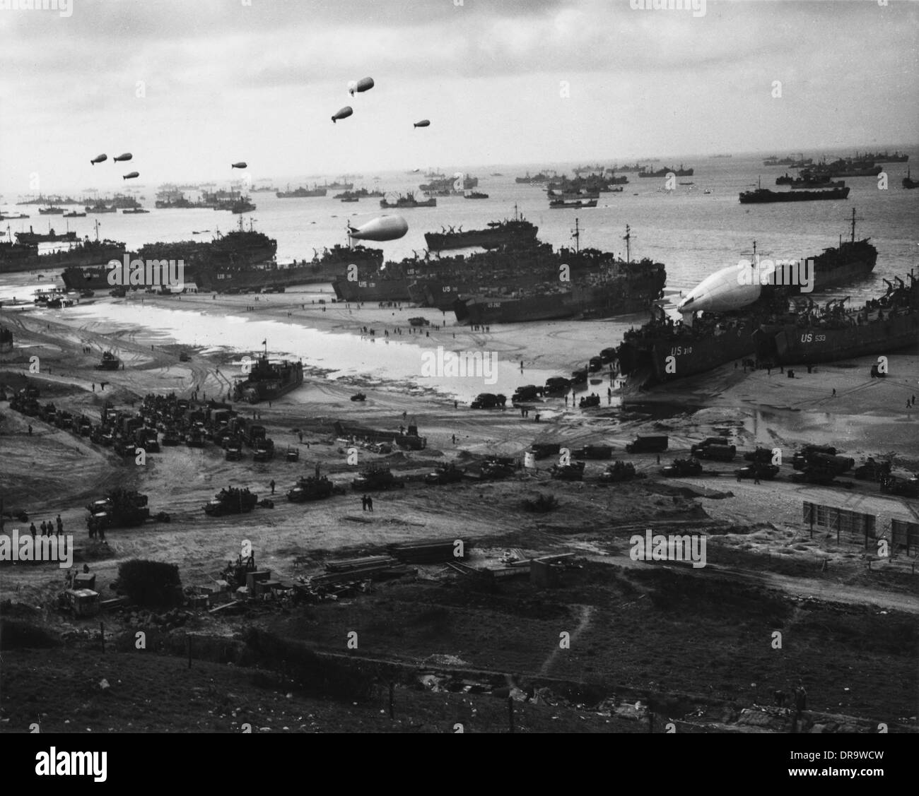 D-Day - Supplies pour ashore - Stock Image