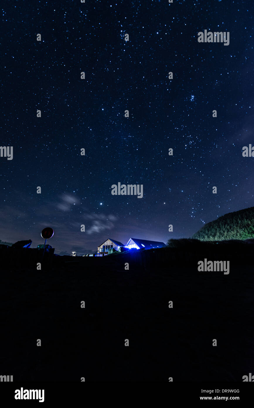 Dark skies in mid wales : Bright stars at night over Clarach , on Cardigan Bay, west wales UK - Stock Image