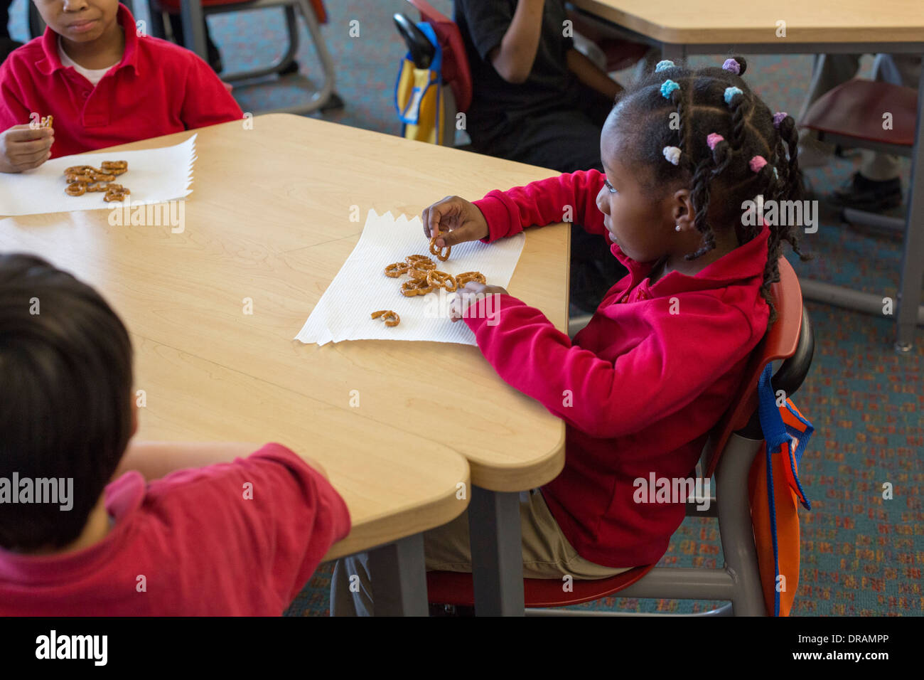 Snack time in kindergarten classroom - Stock Image