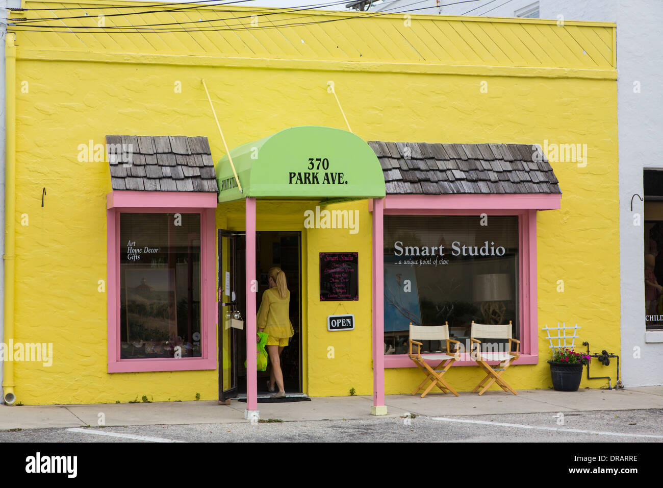 Yellow Store Front Stock Photos & Yellow Store Front Stock Images ...
