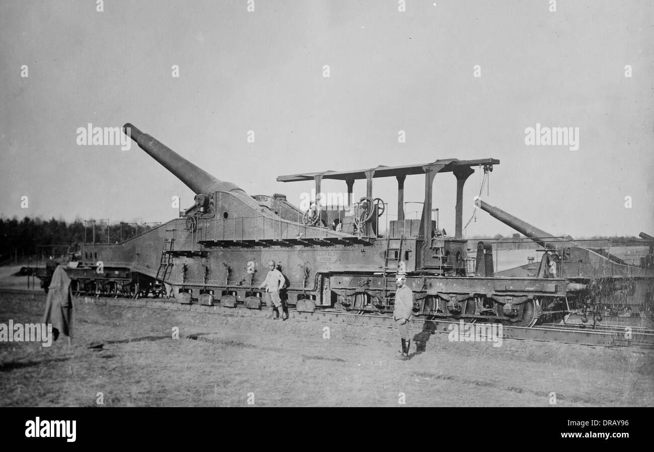 WWI railway artillery gun. French 320mm railway gun during World War One - Stock Image