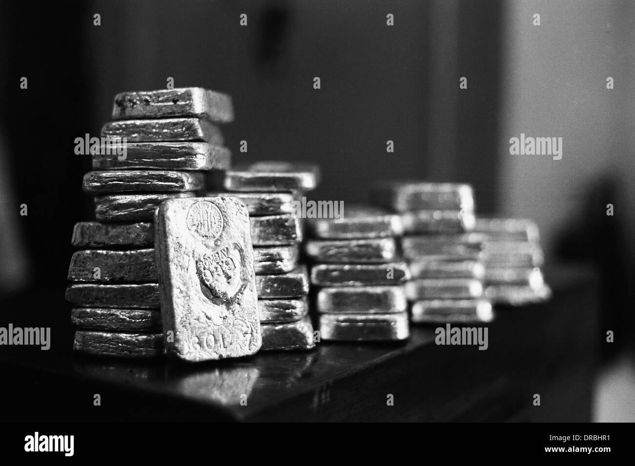 Silver bullion bars precious metal, Mumbai, Maharashtra, India, 1980 - Stock Image