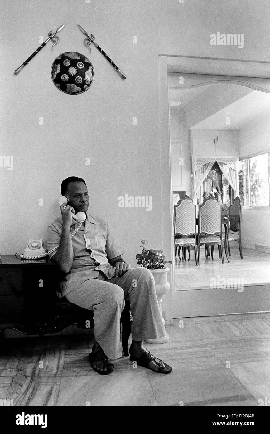 PSI President Somani talking on phone, Mumbai, Maharashtra, India, 1984 - Stock Image