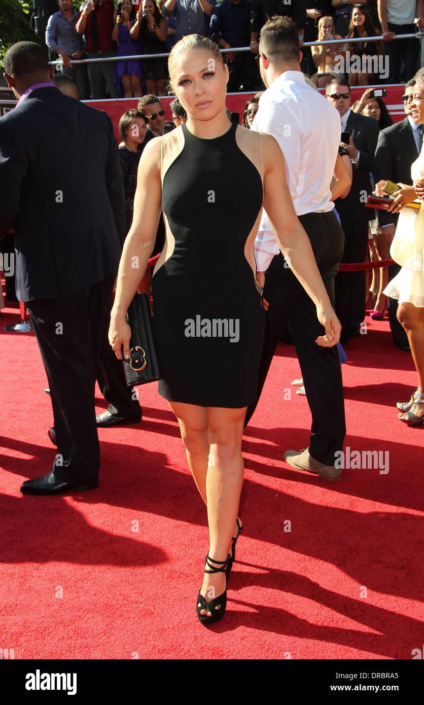 28+ Ronda Rousey Red Carpet Dress Pics