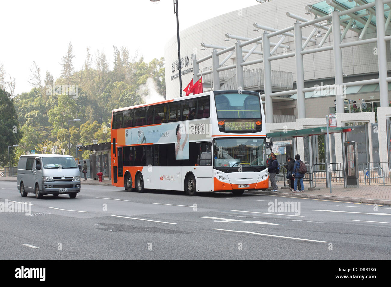 The Kowloon Motor Bus Co. Ltd route E34. Tin Shui Wai Town Centre Bus Terminal to Airport. Outside the Tung Chung Swimming Pool. - Stock Image