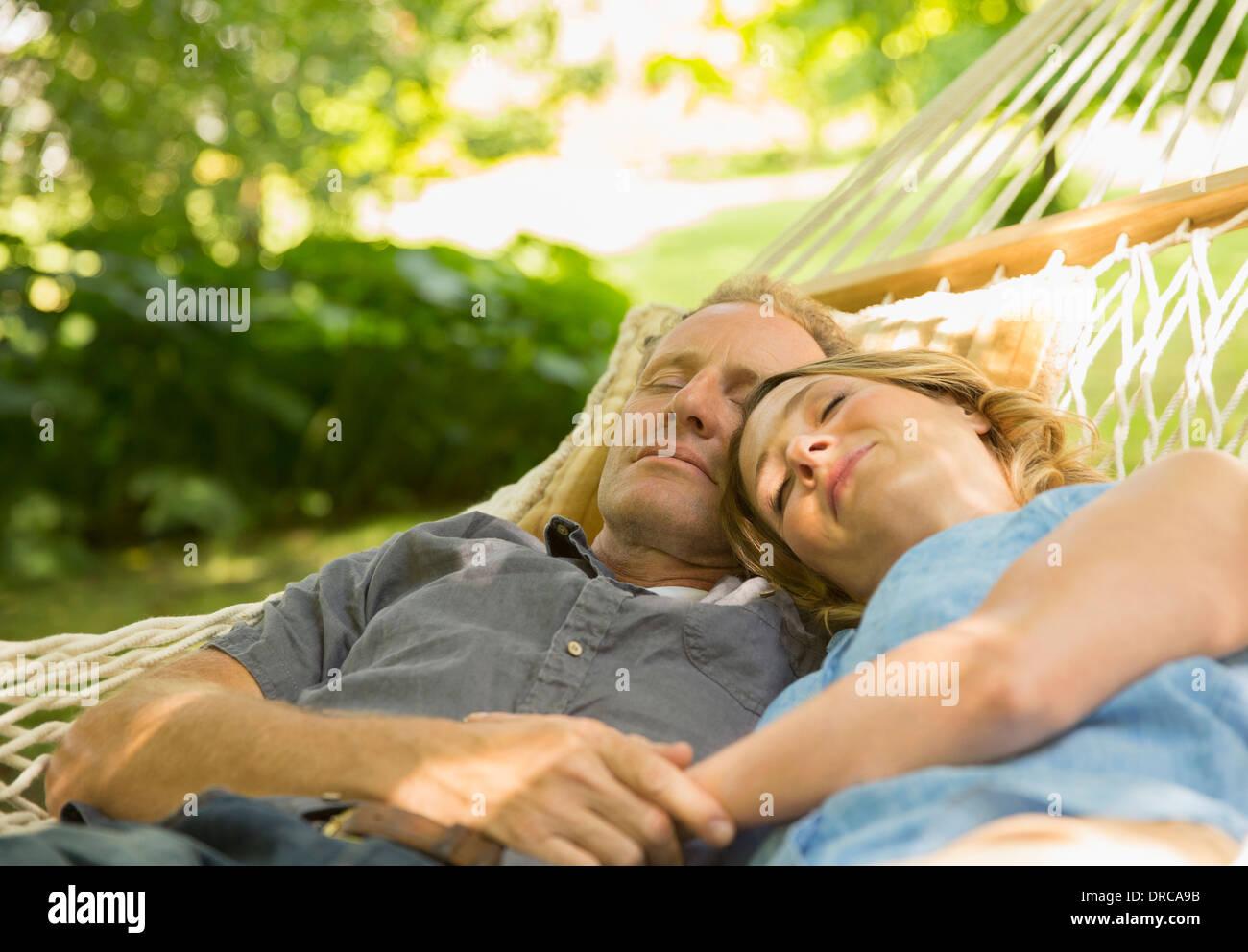Couple sleeping in hammock - Stock Image