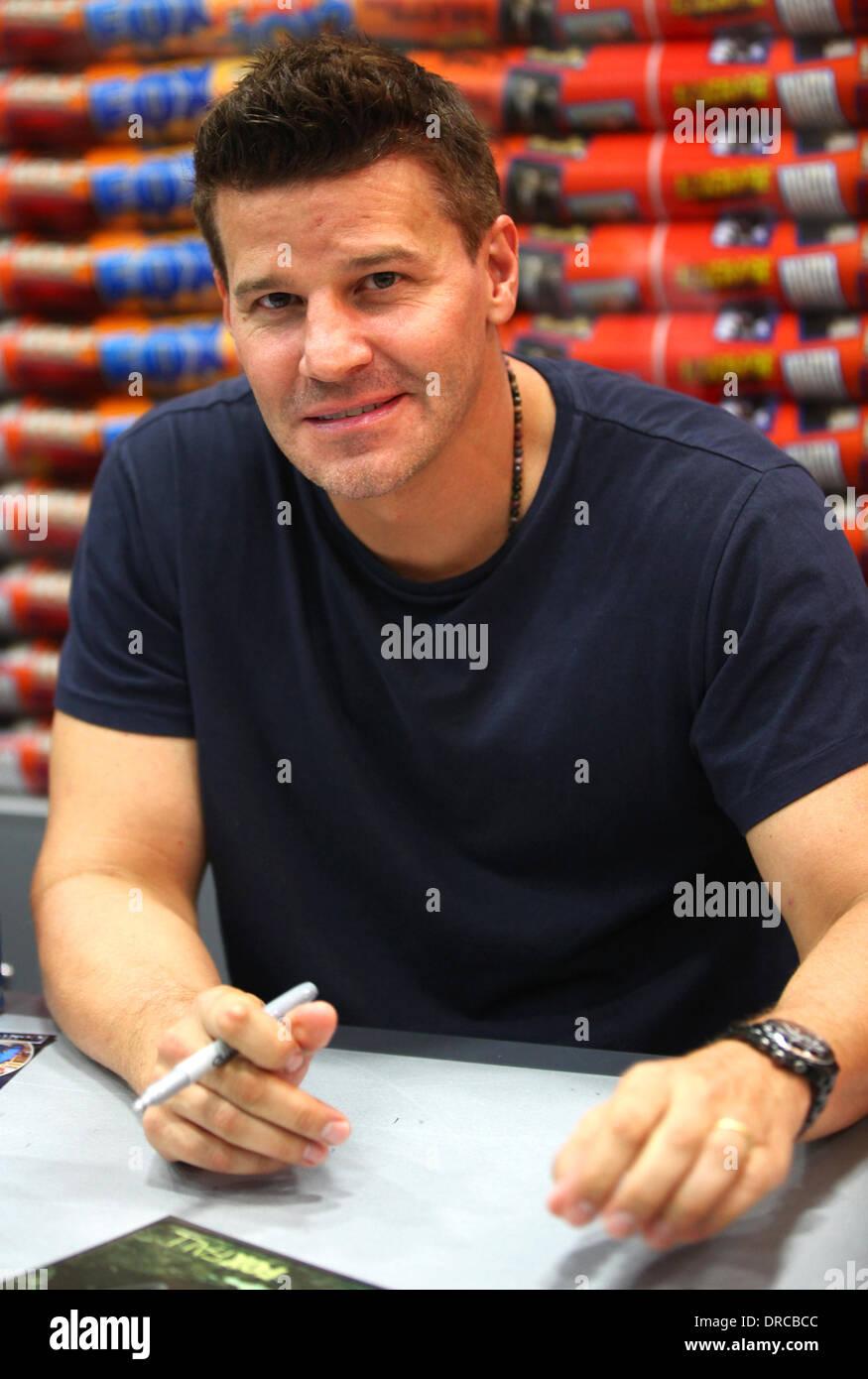 David Boreanaz San Diego Comic-Con 2012 - 'Bones' - Booth Signing