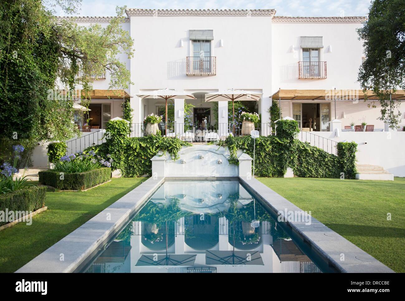 Reflecting pool in backyard of luxury home - Stock Image