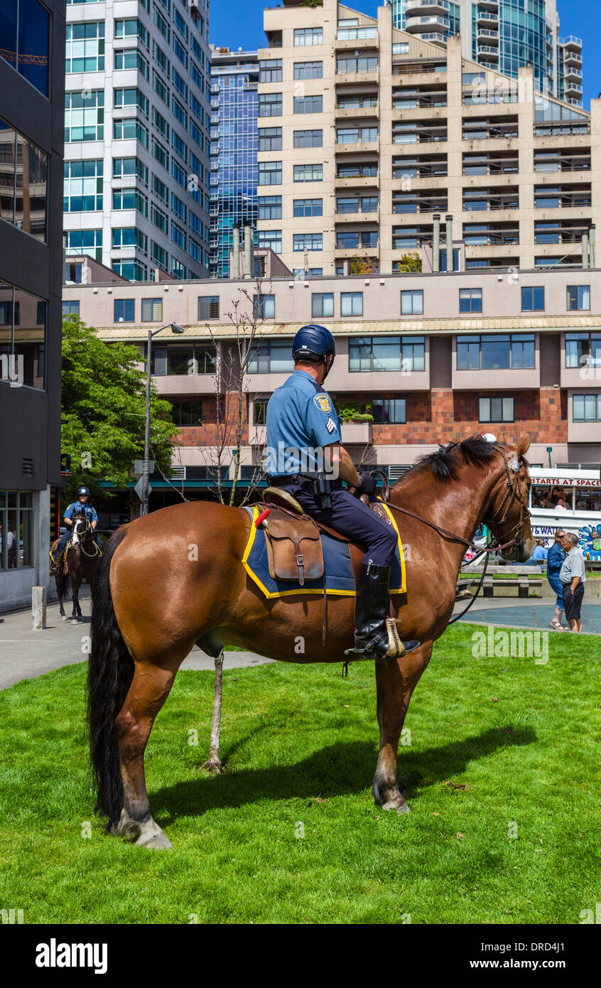 Mounted police officer in Victor Steinbrueck Park, Seattle, Washington, USA - Stock Image