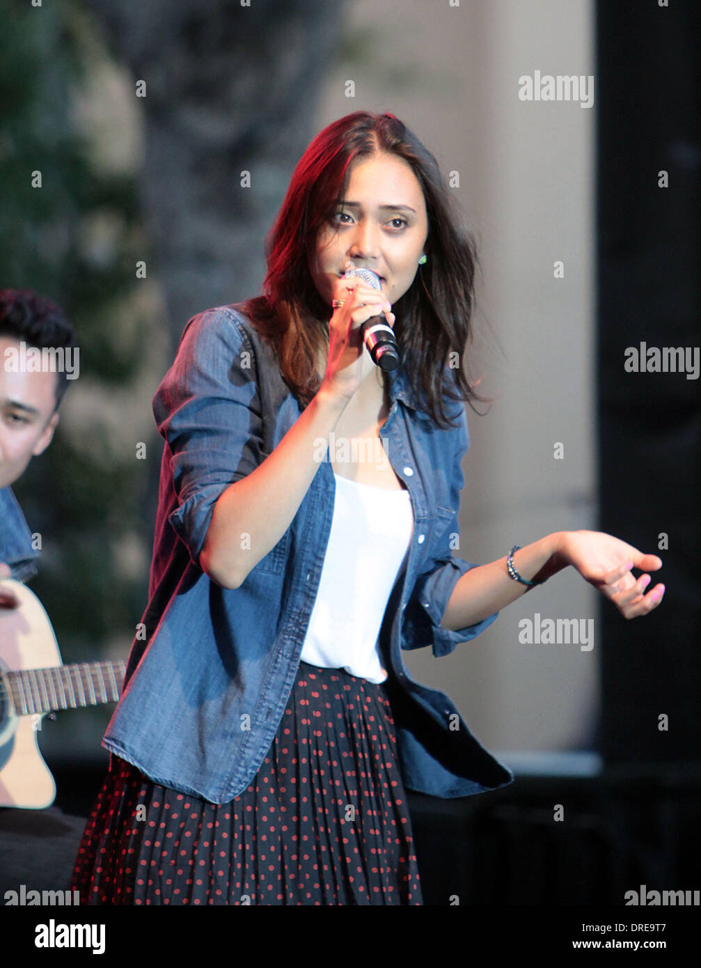 Dia Frampton Contestants from The Voice perform at the