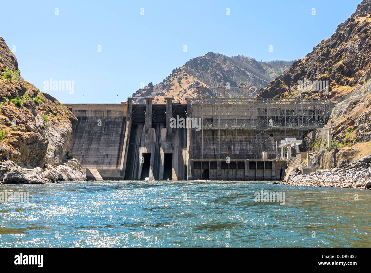 Hells Canyon Dam in Hells Canyon, on the Snake River, forming the border between Idaho and Oregon, USA. - Stock Image