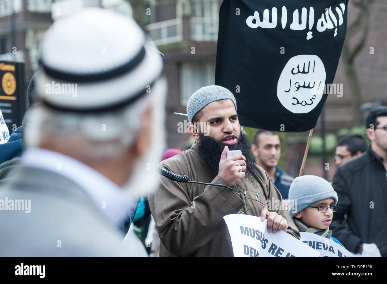 London, UK. 24th January 2014.  Abu Walaa, founder of Muslim Prisoners, addresses the audience outside the Regents Park Mosque. Credit:  Piero Cruciatti/Alamy Live News - Stock Image