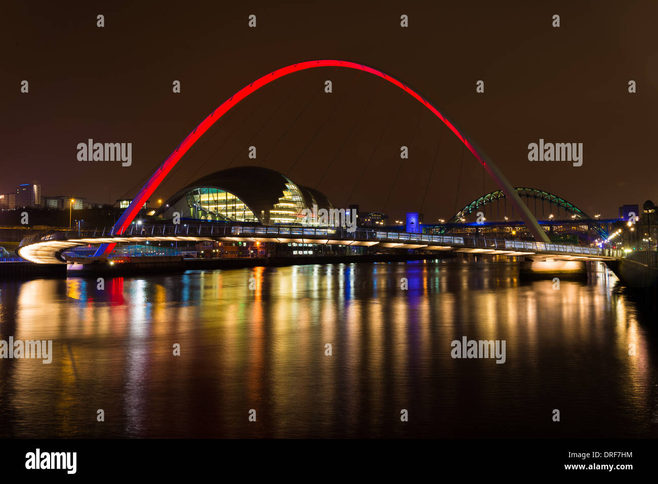Nightshot on River Tyne at Newcastle, UK. Showing the millenium and tyne bridges, and the sage centre. - Stock Image