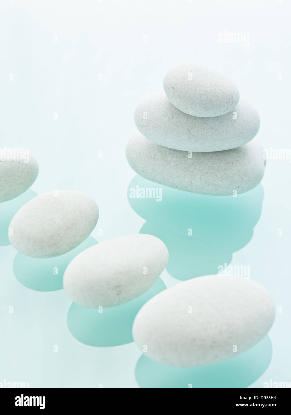 Maryland USA Smooth white pebbles size and colourbackground - Stock Image