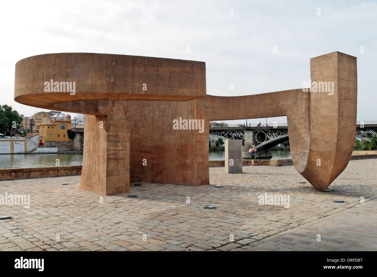 La Tolerancia sculpture or 'Monument to Tolerance',  Muelle de la Sal, Seville (Sevilla), Andalusia, Spain. - Stock Image