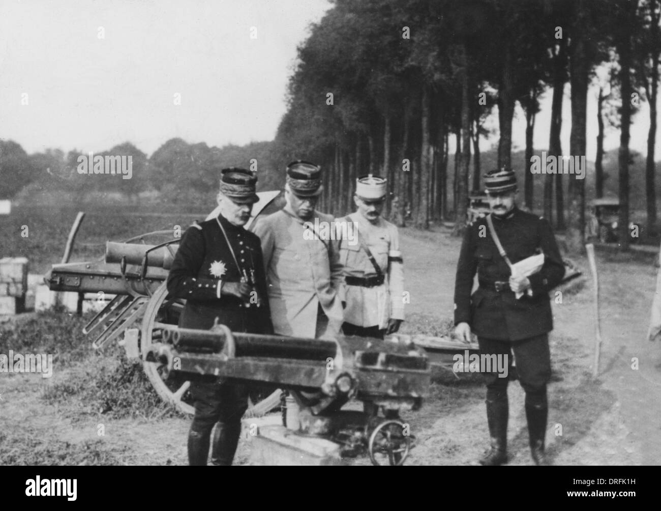 Generals Foch and Fayolle with captured German cannon - Stock Image