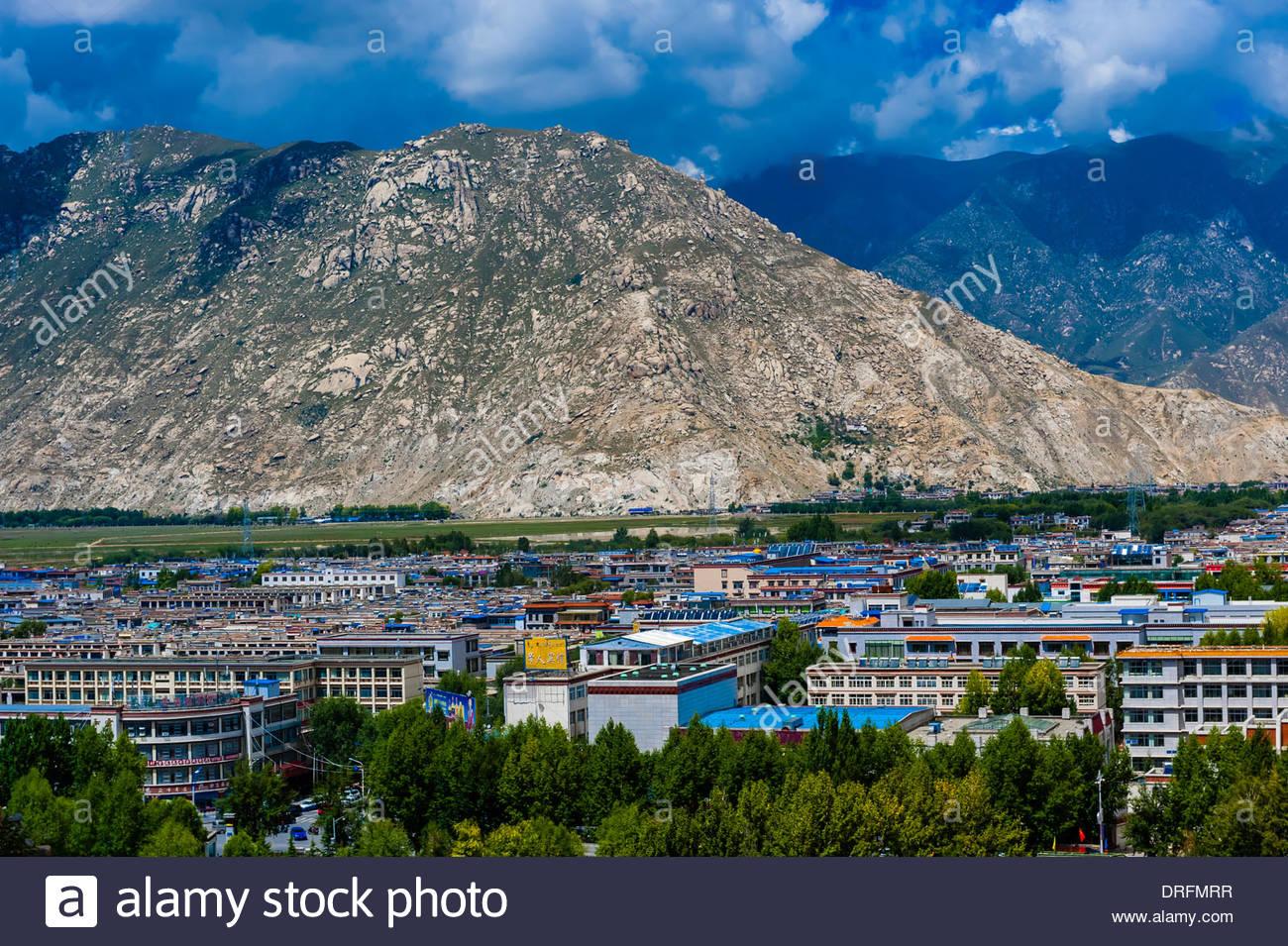 Lhasa skyline, Tibet (Xizang), China. - Stock Image