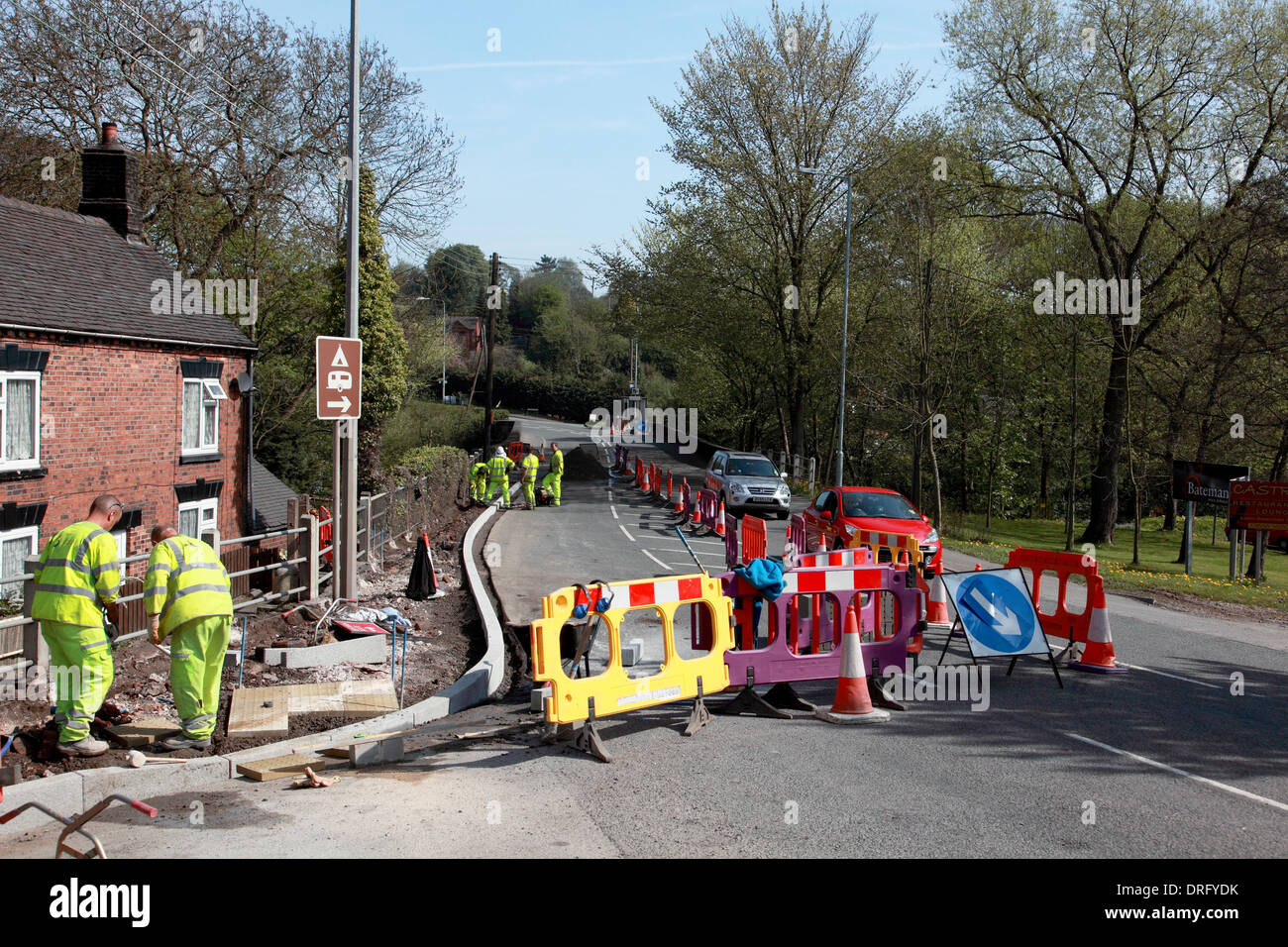Installation of a new kerb and pavement on the A520 Cheadle Road at Cheddleton, Staffordshire Moorlands - Stock Image