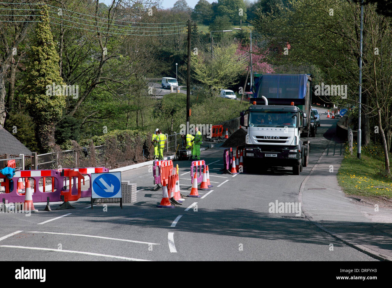 Installation of a new kerb on the A520 Cheadle Road at Cheddleton, Staffordshire Moorlands - Stock Image