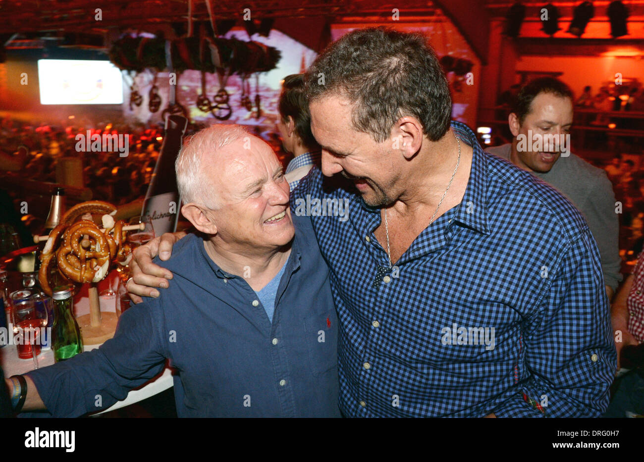 Kitzbuehel, Austria. 24th Jan, 2014. Designer and former Hugo Boss chairman Werner Baldessarini (L) and actor Ralf Moeller (R) pose at the Bavarian veal sausage party in the Stanglwirt bar near Kitzbuehel, Austria, 24 January 2014. Many celebrities came for the annual Austrian downhill ski race Hahnenkamm race in worldfamous skiing location. Photo: Felix Hoerhager/dpa/Alamy Live News - Stock Image