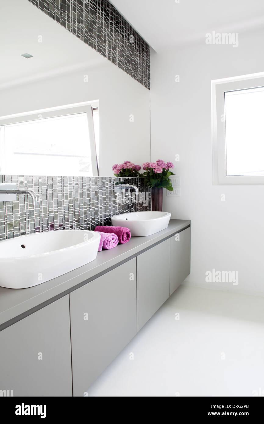 Modern bathroom with two basins - Stock Image