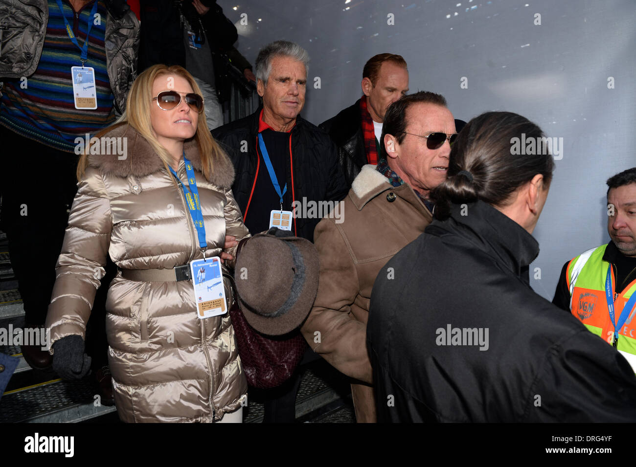 Kitzbuehel, Austria. 25th Jan, 2014. Former US governor and Hollywood actor Arnold Schwarzenegger and his girlfriend Stock Photo