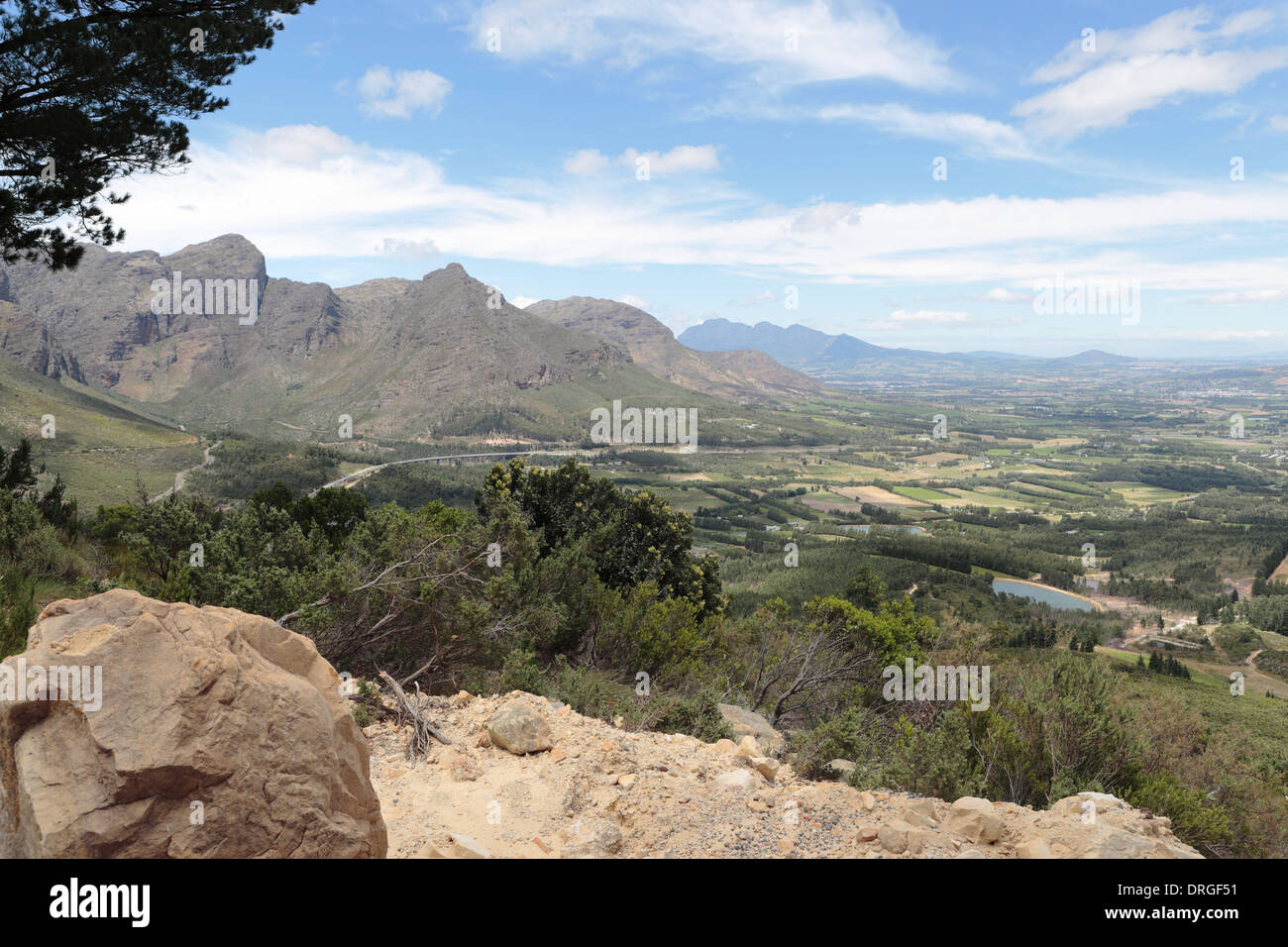 Paarl and surrounding farmland and mountains, viewed from Dutoitskloof pass Stock Photo