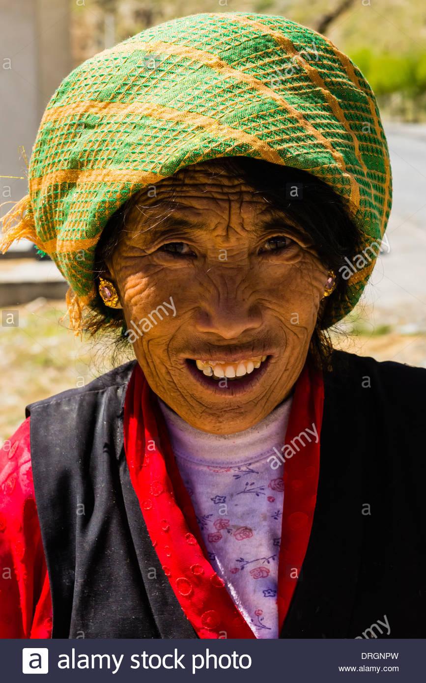 Farmers, near Dagze, Tibet (Xizang), China. - Stock Image