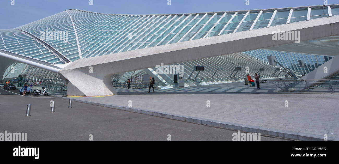 Exterior of passengers upper entrance at Liege train station with unusual shape modern building of glass roof   above access to trains & platforms - Stock Image