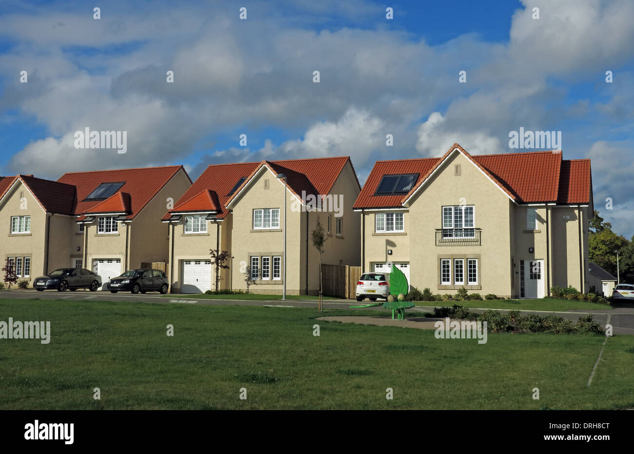 New build houses on an estate Eskbank, near Dalkeith Edinburgh Midlothian Scotland - Stock Image