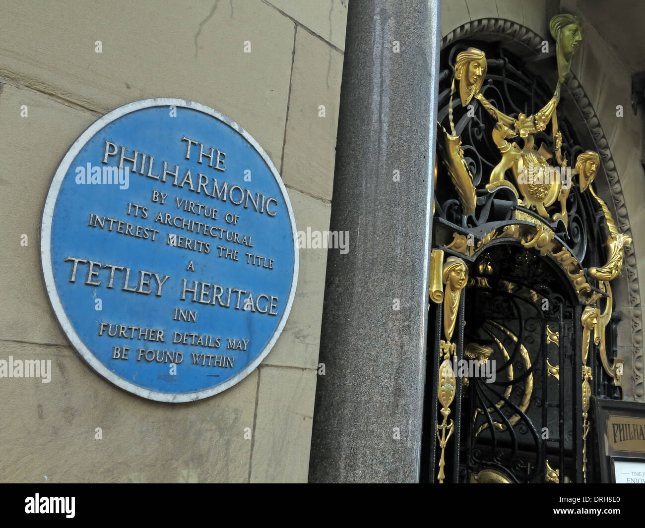 Entrance to the Philharmonic Dining Rooms tavern in Gold Liverpool maritime England UK - Blue Heritage Plaque Stock Photo