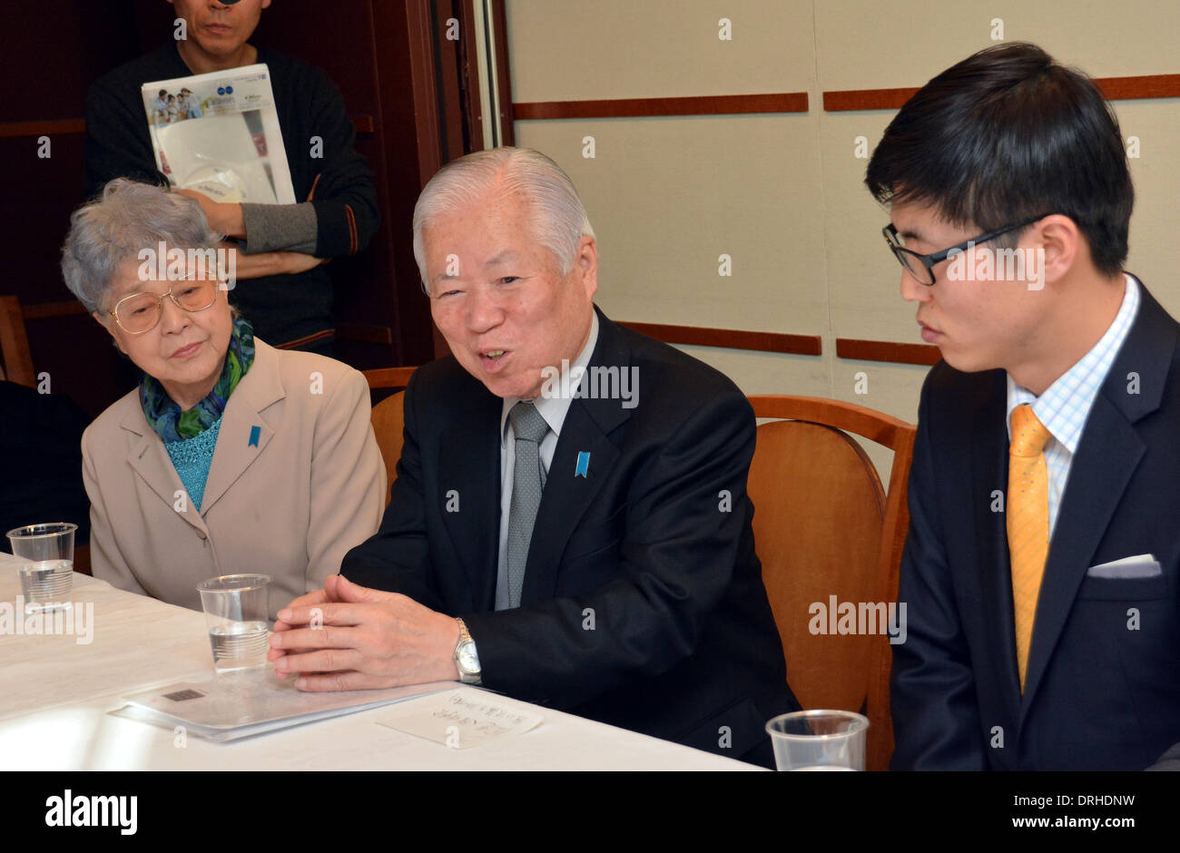 Tokyo, Japan. 27th Jan, 2014. North Korean defector Shin Dong-hyuk, right, and Shigeru and Sakie Yokota, parents of Japanese abductee Megumi Yokota, meet Japanese media before Shin speaks about his life at a North Korean concentration camp in a news conference at Tokyo Foreign Correspondents Club of Japan on Monday, January 27, 2014. Shin, now 32, was born in the notorious Camp 14 and forced to work for years leading to the day when he managed to escape in 2005. In North Koreas so-called total control zones, Shin said, inmates are forced to work till they die and children are not even educa - Stock Image
